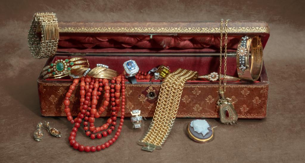 Artisan créateur, expertise, réparation bagues, bracelets, restauration, transformation, mise à la taille, achat et vente de bijoux d'occasion, achat d'or.